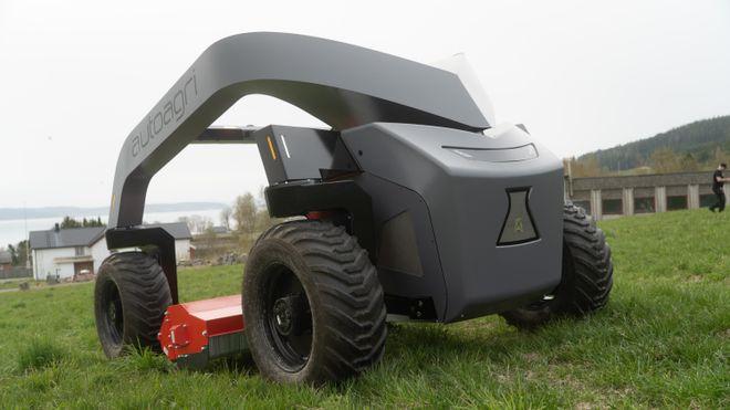 Roboten kan klippe gress, så, sprøyte og fjerne ugress. Sikter seg inn mot flyplasser, parker og åkere