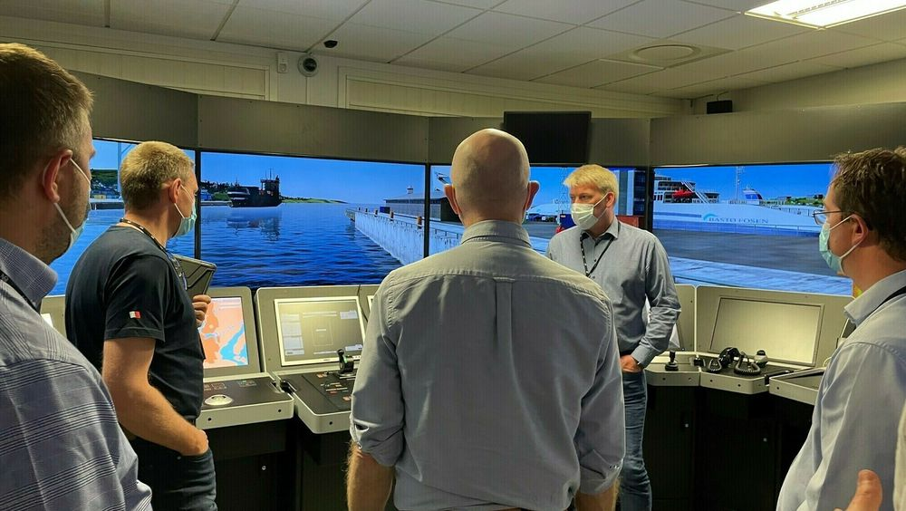Det var flere kapteiner og navigatører med ulik bakgrunn og erfaring med på verdens første kurs for landstyring og overvåking av autonome skip. Fra venstre: Thomas Fevang, Espen Berglund, Nikolai Smit, Ragnar Stangring og Petter Kyseth.