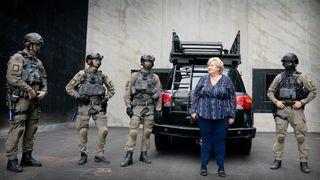 Statsministeren så Delta-troppen i aksjon på det nye senteret: – Dette er spydspissen for det nye politiet