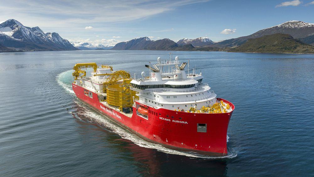 Ulstein Verft har levert det 149,9 meter lange kabelleggingsfartøyet Nexans Aurora med design av Skipsteknisk. Det kan ta flere typer kabler og utstyr på totalt 17.000 dødvekttonn.