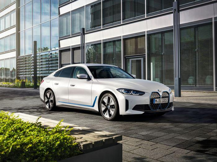 BMW i4 er lansert
