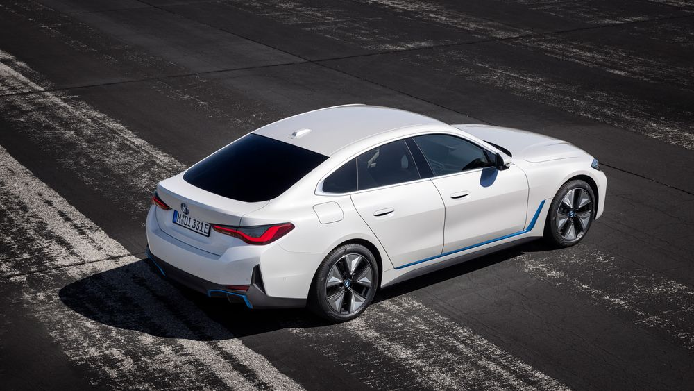 BMW i4 er en elbil med tungt fokus på sportslige egenskaper.