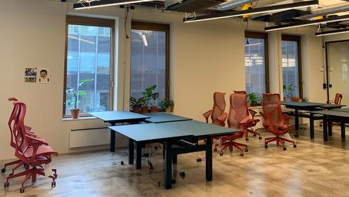 Her får ansatte to kontorer – bedriften tar regningen