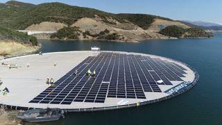 Nå leverer Statkraft strøm fra flytende solenergi
