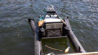 Modifisert forskningsdrone skal samle søppel i sjøen