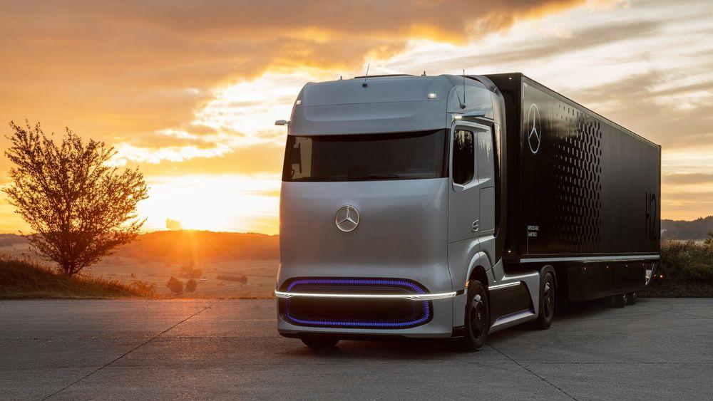 I september i fjor viste Daimler konseptbilen Mercedes-Benz GenH2. Målet er en rekkevidde opp mot 1000 km på en fylling. Planen er å starte forsøk i samarbeid med kunder i løpet av 2023. Daimler velger å bruke flytende hydrogen. Den første kommersielle brenselcellebilen er planlagt lansert i 24, men da med kun 500 km rekkevidde per fylling.