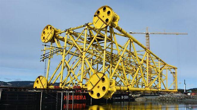 140 meter høyt og 12.300 tonn tungt: I dag seiler understellet til den femte Sverdrup-plattformen fra verftet