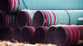 Rør som skulle brukes i oljerørledningen Keystone XL. Prosjektet er nå lagt dødt. Foto: Chris Machian / Omaha World-Herald via AP / NTB
