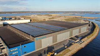 Starter pilotprosjekt med batterianlegg på Norges største offentlige solcelleanlegg