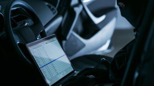 Hacking av bilens datasystem kan skje fra en annen datamaskin på et helt annet sted enn der bilen befinner seg.