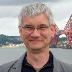– Jo nyere bil du har, jo mer full kontroll kan hackeren få, sier teknologisjef Knut Evensen i Q-Free.