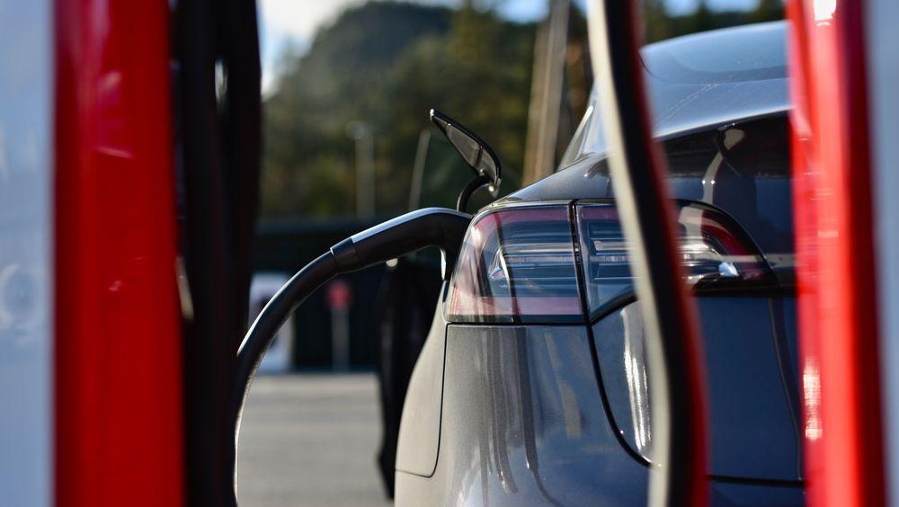Tysklands transportminister ber Tesla åpne ladestasjonene sine for alle