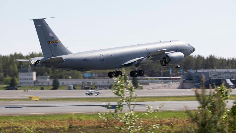 Amerikansk KC-135 tankfly på Rovaniemi i forbindelse med ACE-21.