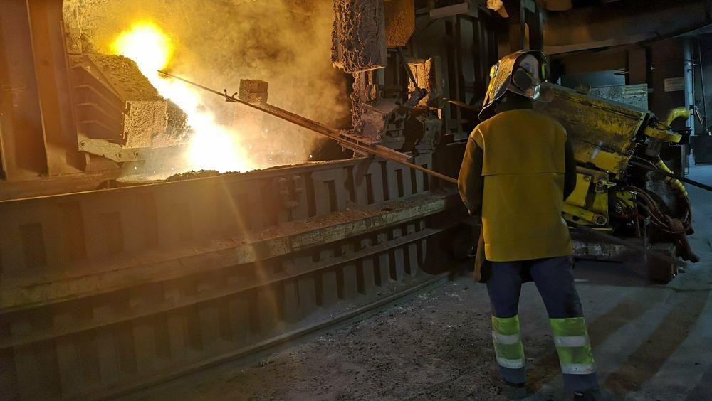 Forslaget om å innføre karbontoll (CBAM) oppfattes som en trussel i norsk kraftkrevende industri. EU vil legge en avgift på importerte produkter som sement, gjødsel, stål og aluminium, dersom disse produseres uten utslippskostnader eller CO2-avgift, skriver Energi & Klimas Brussel-korrespondent Alf Ole Ask.