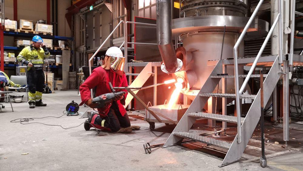 Produksjonen av silisium foregår i store smelteovner, og innebærer store utslipp av CO2. Men lav konsentrasjon av CO2 i avgassene gjør det dyrt å fange CO2-en. Ved å resirkulere gassen inn i ovnene igjen, håper et prosjekt å kunne få konsentrasjonen opp og prisen ned.