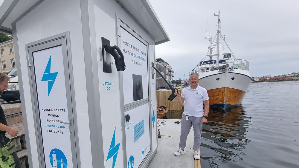 Arild Hansen leder ladeselskapet Supercharge. De liker seg ved sjøen.
