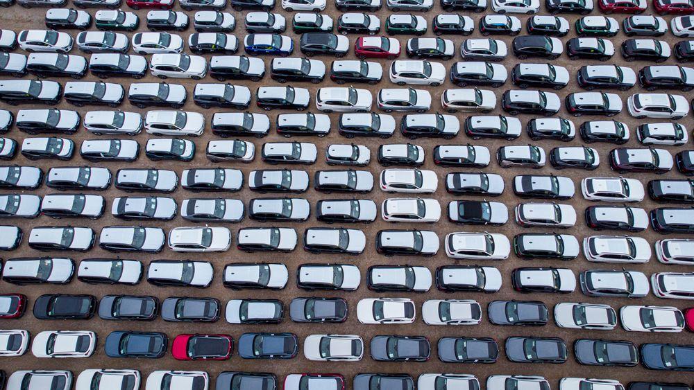 Hver uke ankommer ca. 2500 nye biler Drammen havn, og over halvparten er elektriske. Nå er det på tide å avgiftslegge de dyreste, mener Jan M. Moberg.