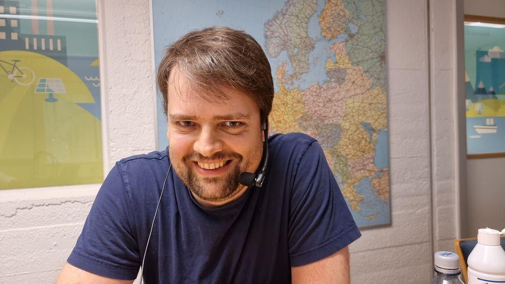 Roger Birkeland forsker på bruk av småsatellitter til jordobservasjon og kommunikasjon.