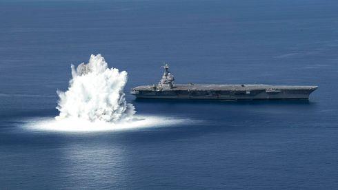 Slik går det for seg når US Navy detonerer 18 tonn sprengstoff ved sitt nye hangarskip