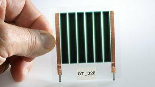 Håpet er å produsere millioner av solceller fra og med 2024.