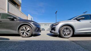 Volkswagen ID.4 (t.v.) og Audi Q4 er i stor grad like biler.