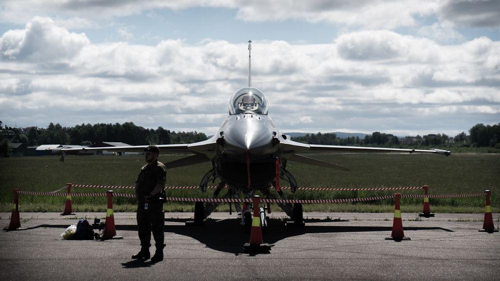 F-16 utstilt på Kjeller i juni da Forsvarsmateriell (FMA) og Kongsberg Aviation Maintenance Services AS (Kams) markerte at det siste flyet hadde vært gjennom faseettersyn.