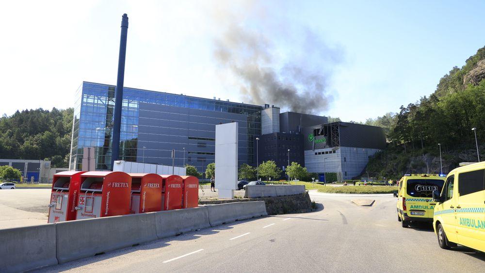 Sju personer ble skadet i en eksplosjon i bygget til Returkraft på Langemyr i Kristiansand torsdag.