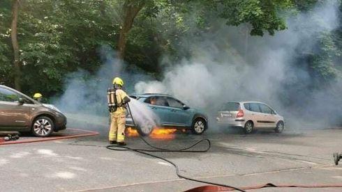 Brannvesenet etter elbilbrann:Vil helt sikkert få flere slike hendelser i framtiden