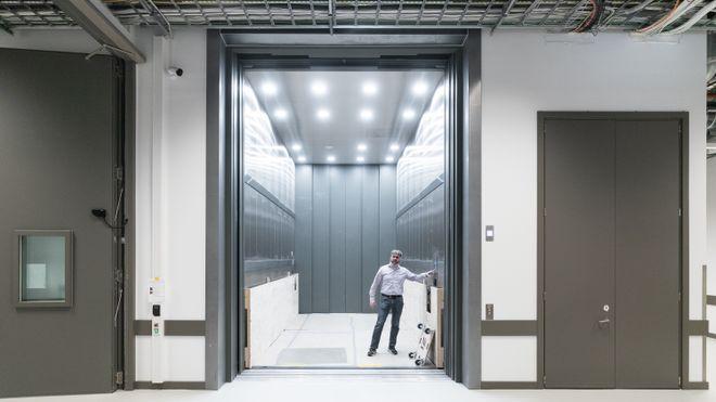 Det nye Nasjonalmuseet, Jon Geir Placht, tom erik strøm, skifer, oppdal, lyshallen, muslingmarmor, muschel, marmor, kalkstein, heller, gulv, glass, design, arkitektur, konservator, bygg, servering, utstilling