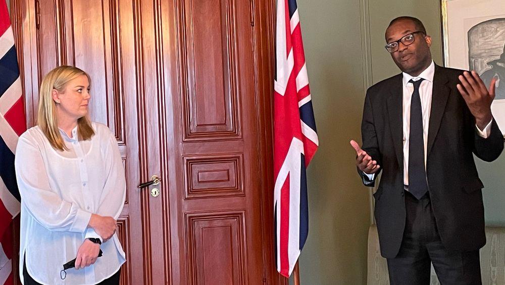 Olje- og energiminister Tina Bru (H) hadde mandag besøk av den britiske energiministeren Kwasi Kwarteng.