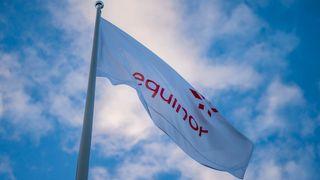 Equinors logo på flagg.