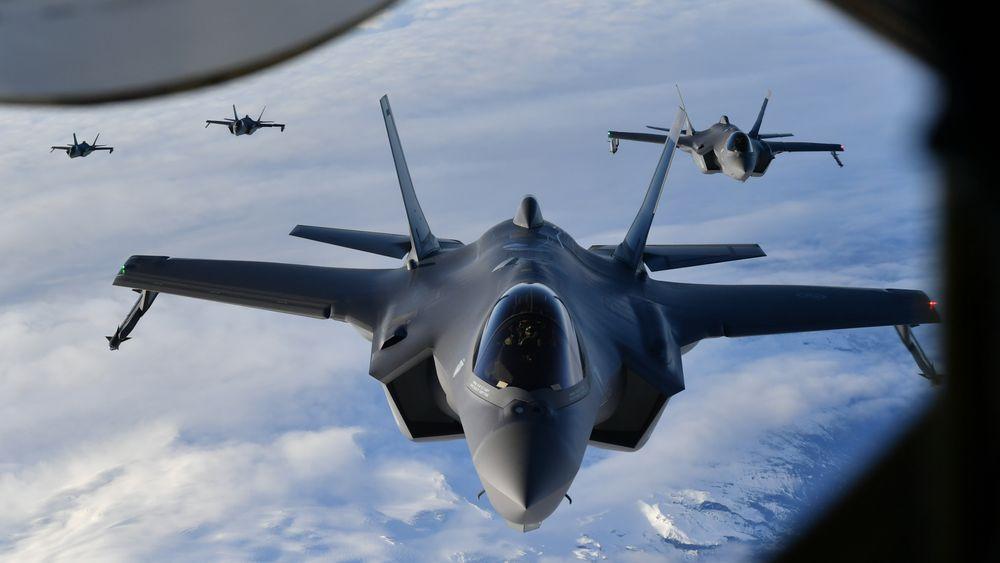 Norske F-35A på vei til Island. Om seks år mottar Sveits sine første tilsvarende fly.