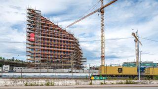 – Kristiansand har vært svært tro mot kvartalsstrukturen i sentrum og høyder på 5-6 etasjer. Så kommer Quadrum med 16 etasjer på det høyeste og en formgivning som skiller seg veldig ut, sier Ingvalg Berntsen, prosjektdirektør i Bane Nor Eiendom.