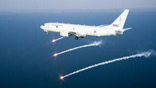 Norges første P-8A i lakkeringshallen: Nå er det klart hva de nye patruljeflyene skal hete