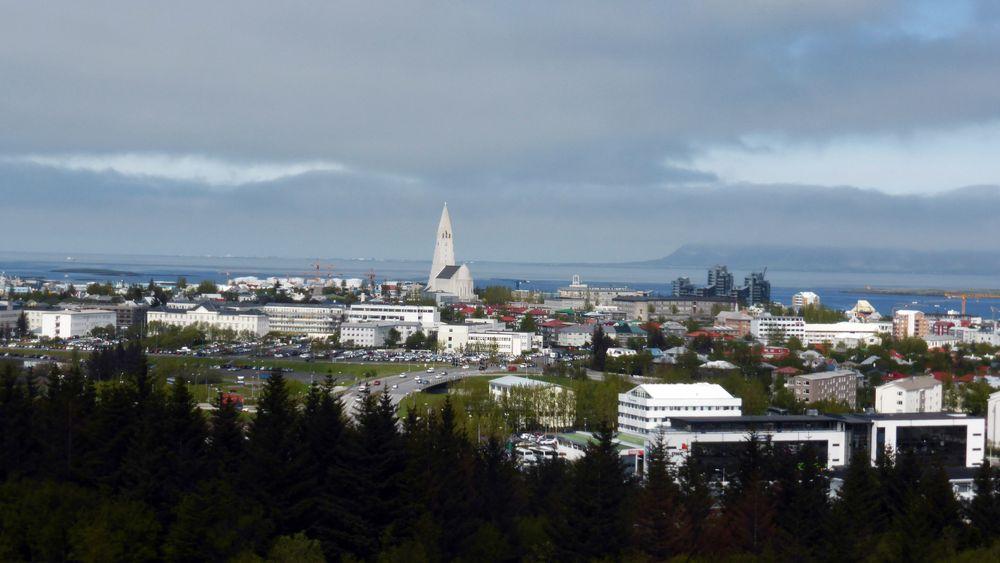 Mange islendinger jobber færre timer i uka etter to prosjekter med firedagersuke. Produktiviteten og tjenesteytelsen ble angivelig ikke dårligere. Bildet er fra Reykjavik.