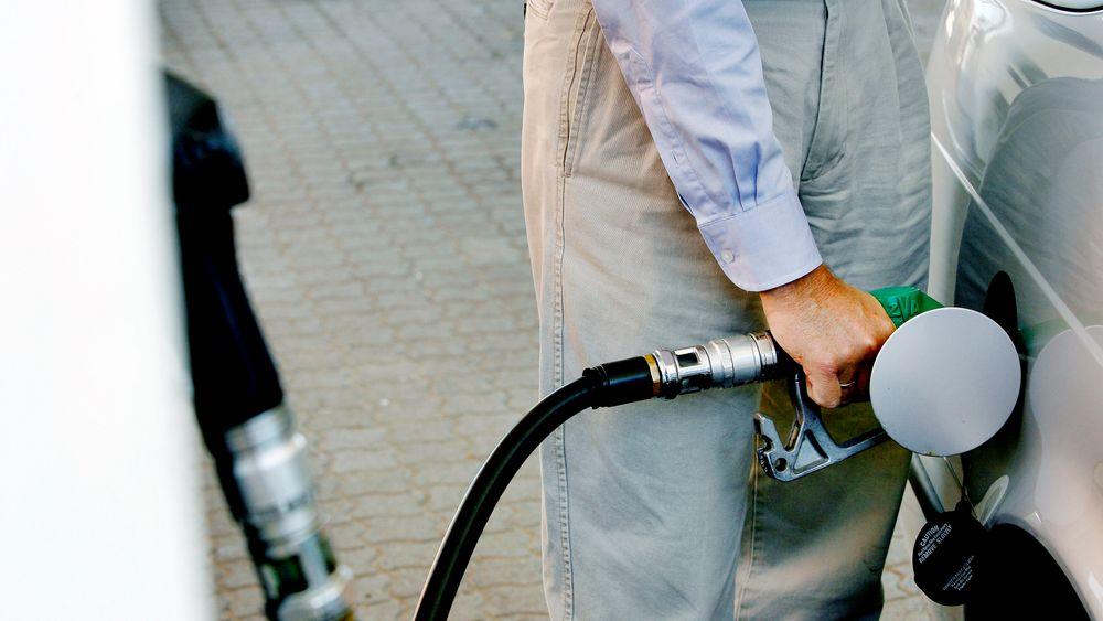 På starten av koronapandemien var bensinprisene usedvanlig lave. Halvannet år senere har bildet snudd.