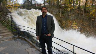 Jon von Tetzchner utenfor Vivaldis lokaler ved Akerselva i Oslo.