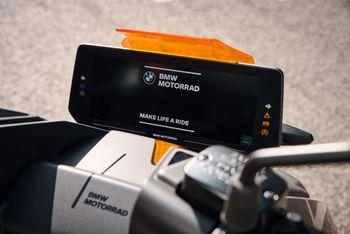 Motorsykkelen har en 10,2 tommers skjerm som blant annet brukes til navigasjon.