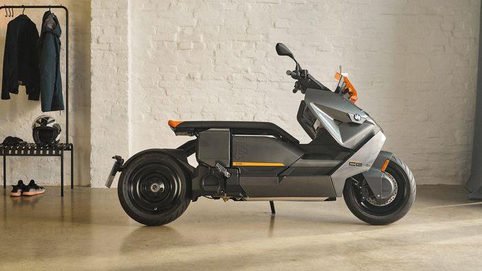 BMW CE 04 har moderne design.
