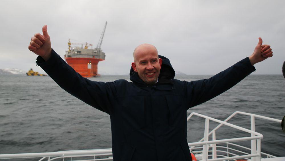 Tord Lien var olje- og energiminister i tre år, fram til 2016. Her jubler han over at Goliat-plattformen var ankommet Norge. Goliat er per i dag den nordligste plattformen på norsk sokkel, 85 kilometer nordvest for Hammerfest. Wisting ligger 310 kilometer nord for kysten av Finnmark.