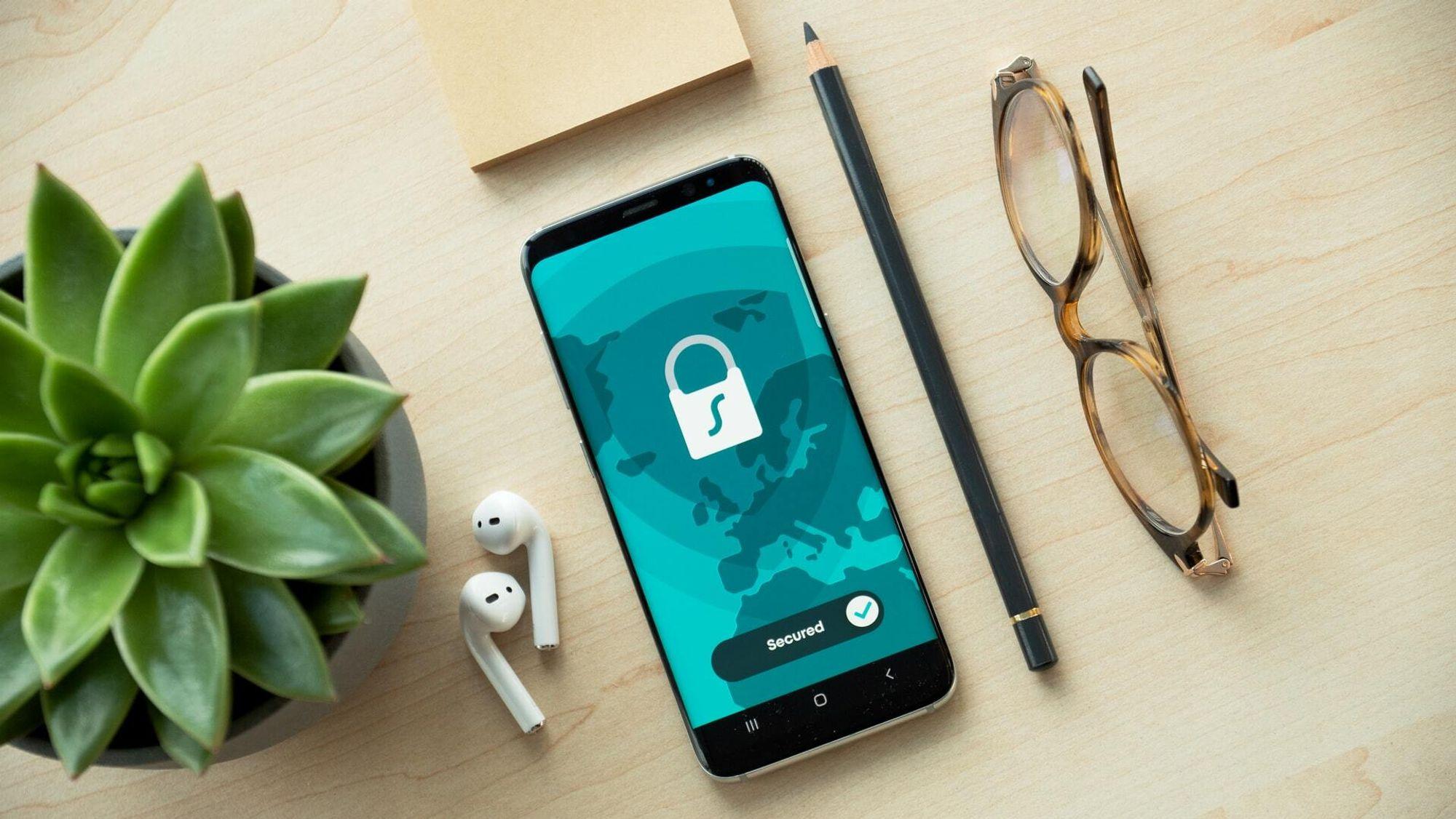 Cybersikkerhet er en stor utfordring for brukere og tilbydere av digitale tjenester. Den ledende finansagenten i Norden, Axo Finans, har et sterkt fokus på cybersikkerheten til sine kunder.
