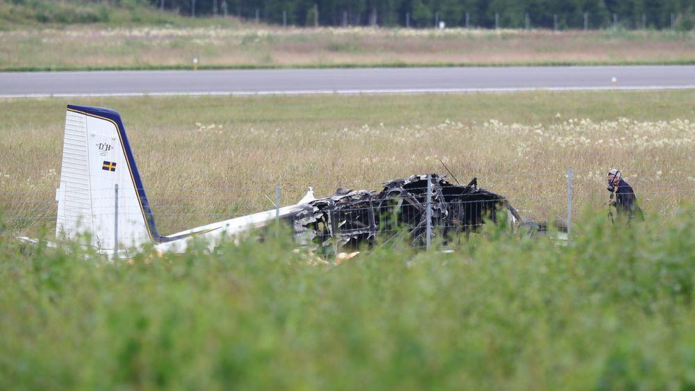 Flyvraket ligger på bakken i nærheten av flyplassen i Örebro.
