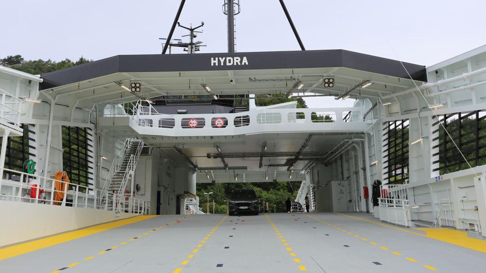 MF Hydra er i normal drift på riksvei 13 Hjelmeland-Skipavik-Nesvik som diesel-elektrisk batterihybrid ferge. Snart skal fergen gå på hydrogen – som et av de første fartøyene i verden.