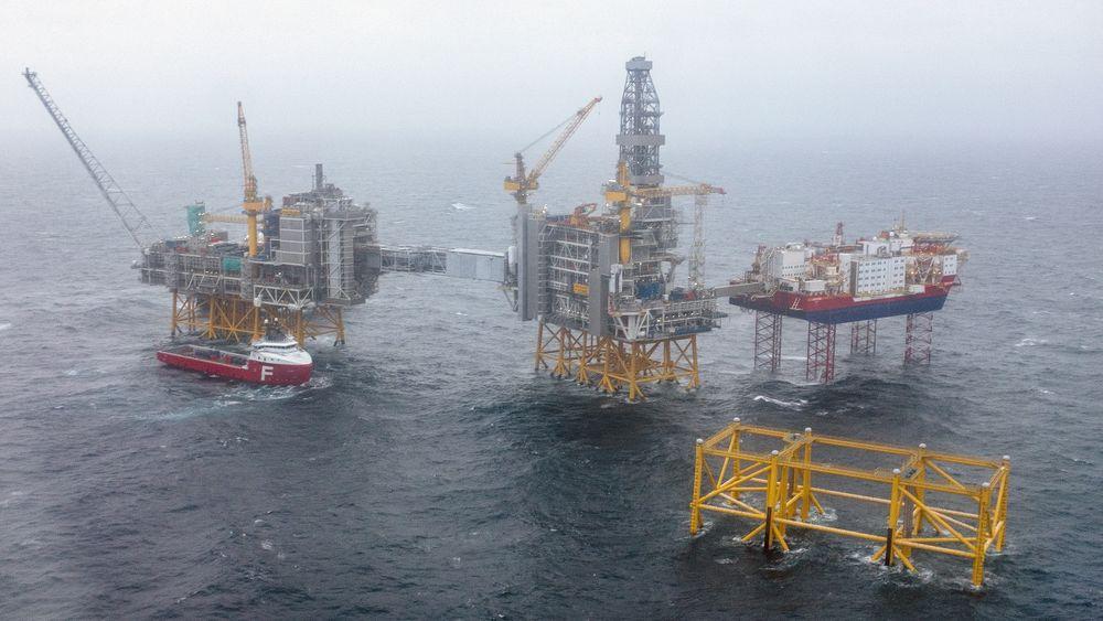 Oljeselskapene lar seg mobbe til å elektrifisere oljeinstallasjonene, mener debattanten. Dette er Johan Sverdrup-feltet.