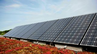 Særlig på private hjem blir det installert solceller i Tyskland. Energibransjen vil øke installasjonstakten med 50 prosent fram til 2030.