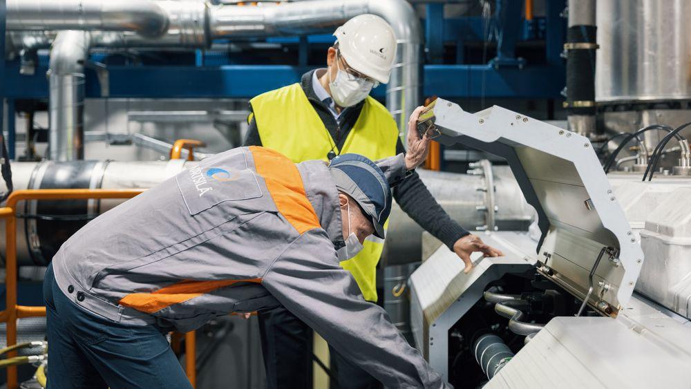 Motortestene blir gjennomført på testsenteret i Vasa.