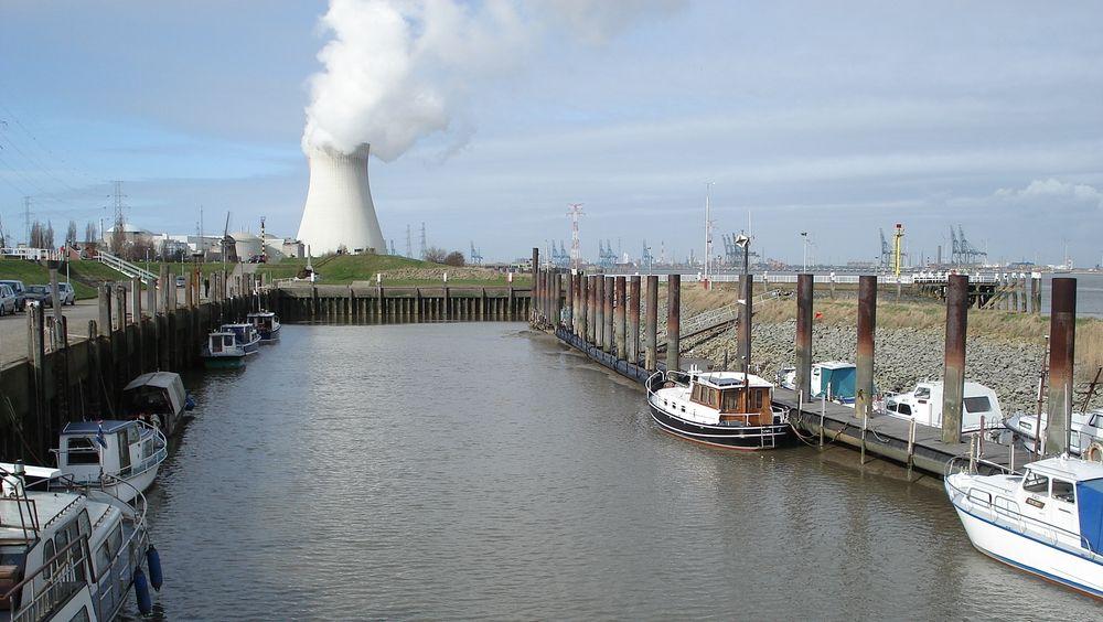Doel-kraftverket ligger ved bredden av elva Scheldt, rett utenfor Atwerpen.