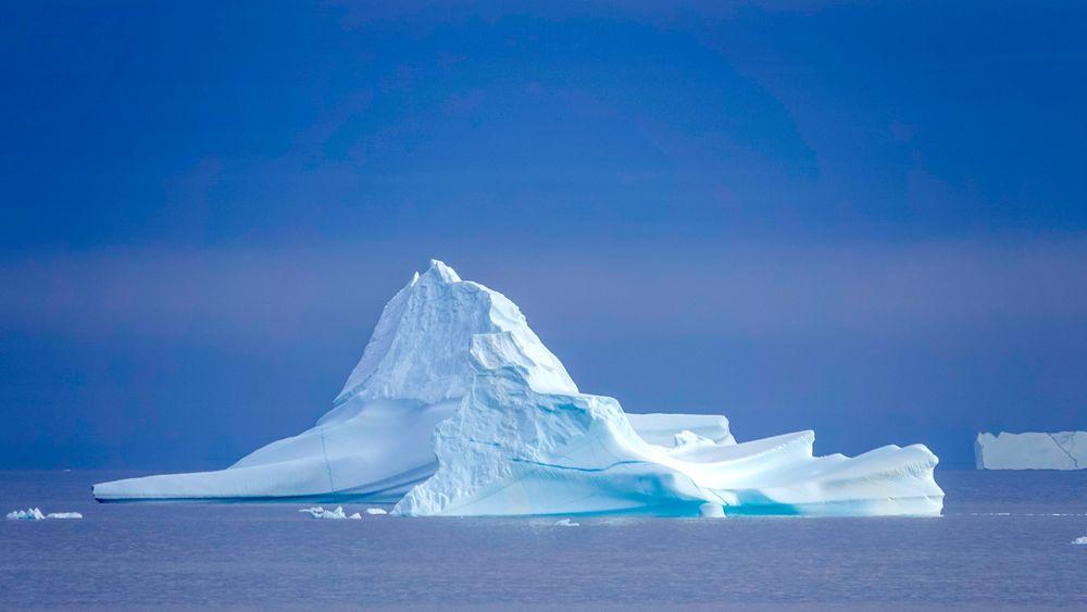 Risikoen i det tøffe miljøet, der isfjell og havis mange steder kompliserer forholdene, er for høy i forhold til gevinsten, ifølge analyser utført for den grønlandske regjeringen.