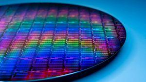 /2686/2686424/Intel-Engineering-the-future-wafer.300x169.jpg