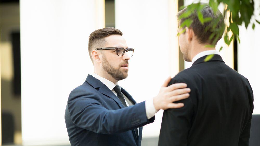 Når medarbeidere sier opp på grunn av sjefen, er det gjerne fordi sjefen har favoritter og gjør forskjell på folk, ifølge undersøkelse.